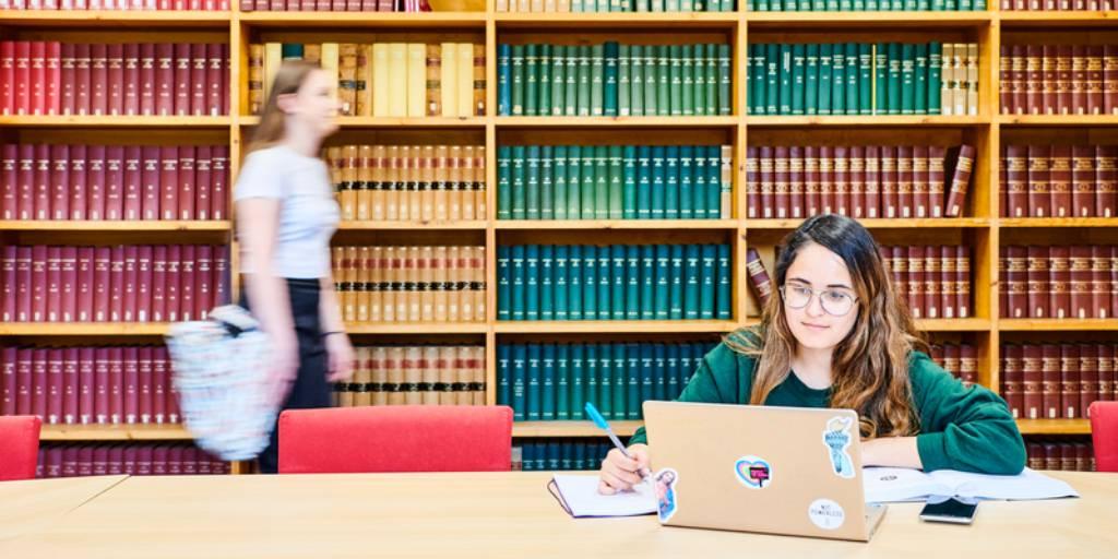 Student_on_Laptop_Library_Missed_UCAS_Deadline