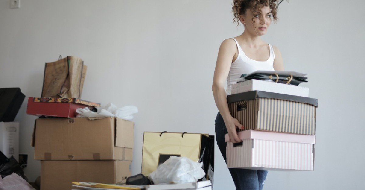 Girl_With_Boxes_Packing_Up_Bedroom